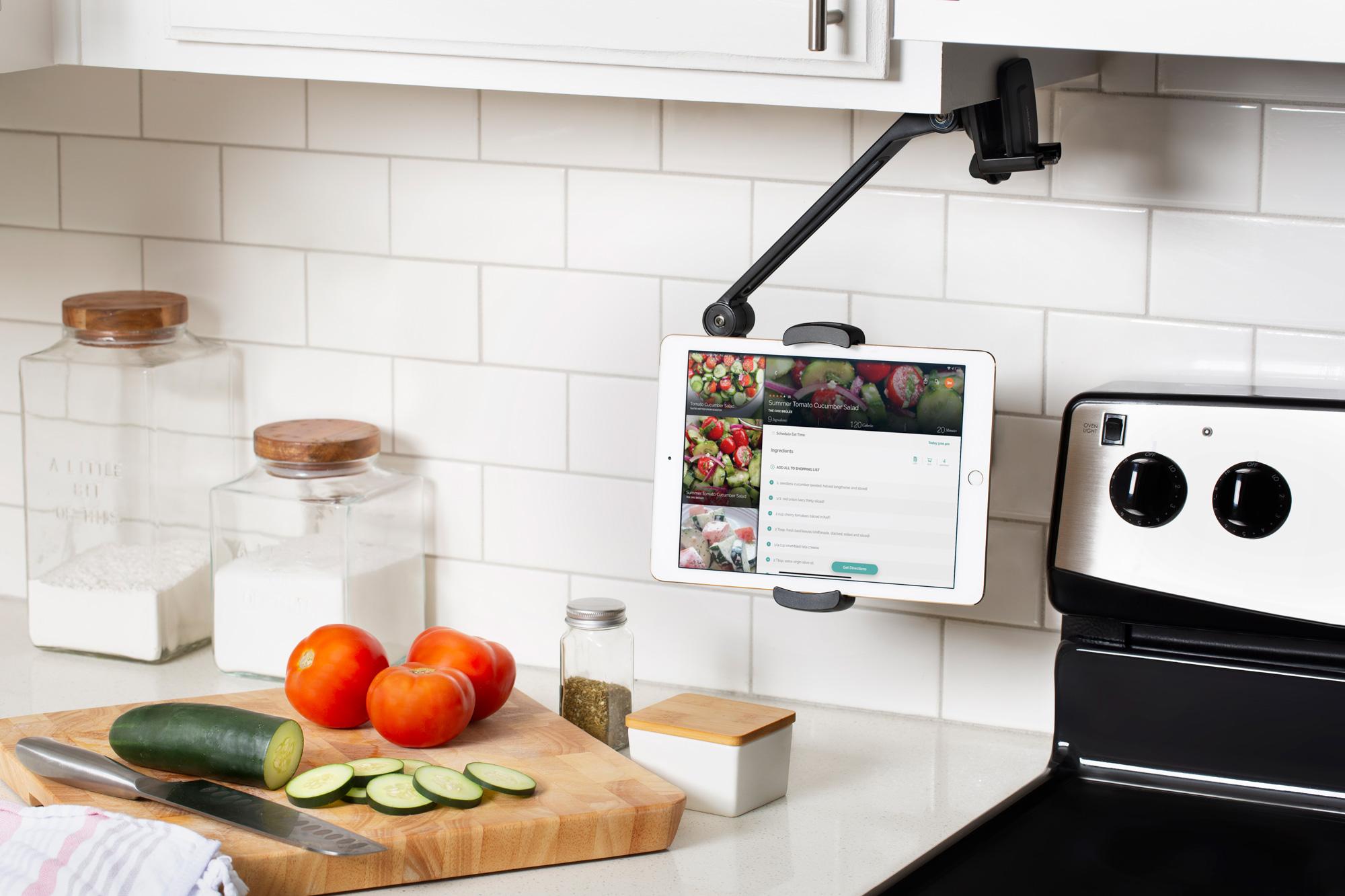 デスクトップでもキッチンでも。2種類の使い方ができるiPadスタンド