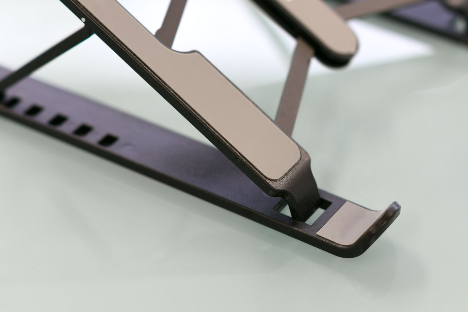 軽量化と安定性を両立した実用性重視のデザイン